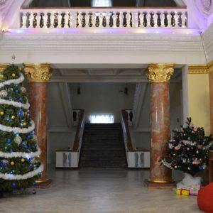 Зустрічаймо новорічні та різдвяні свята в нашому театрі!