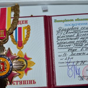 Коллективу запорожского театра перед премьерой вручили орден